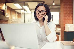 smiling-asian-businesswoman-working-in-indosplash